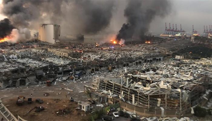 Καίγεται πλοίο στο λιμάνι της Βηρυτού – Δεκάδες νεκροί και χιλιάδες τραυματίες