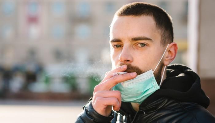 Ισπανία: Η αύξηση των κρουσμάτων κορωνοϊού φέρνει… απαγόρευση καπνίσματος