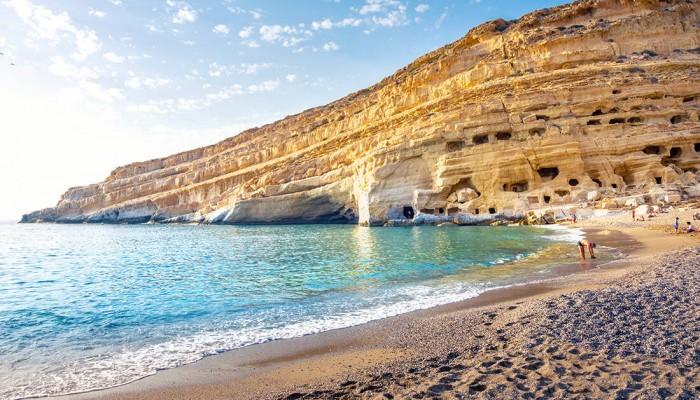 Η διασημότερη ελληνική παραλία των 60s που τη μάθαμε από τους… ξένους