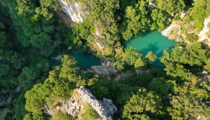 Η «γαλάζια λίμνη» της Πελοποννήσου
