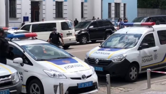Συνελήφθη ο άνδρας που κρατούσε όμηρο σε τράπεζα – Ισχυρίστηκε ότι είναι «Άγιο Πνέυμα»