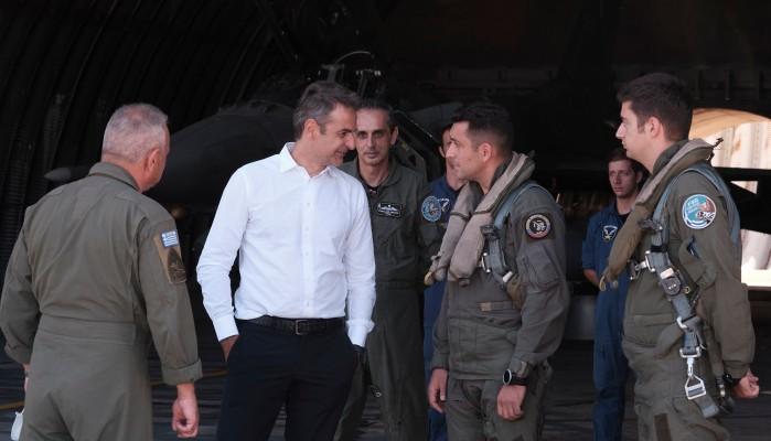 Μητσοτάκης στους πιλότους της 115 ΠΜ στη Σούδα:
