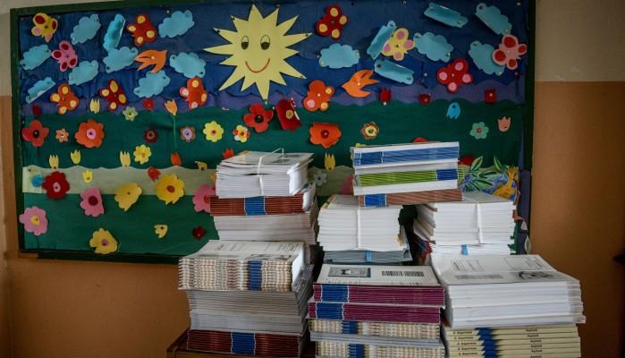 Επική γκάφα! Μοίρασαν βιβλία τυλιγμένα με διαφημιστικό για αυξητική στήθους