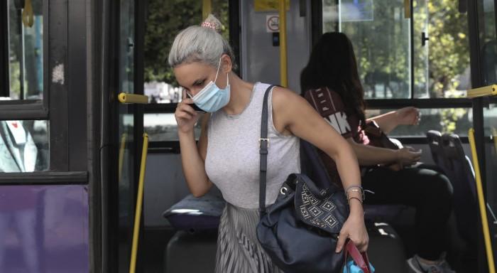 Συνεχίζεται η υποχρεωτική χρήση μάσκας σε Χανιά και Ηράκλειο