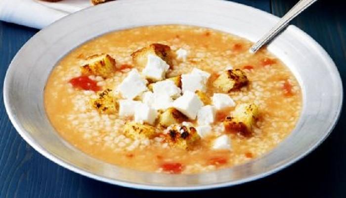 Σούπα τραχανά με ντομάτα και φέτα