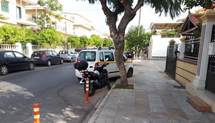 Αυτοκίνητο του Δήμου Χανίων δίνει το ...κακό παράδειγμα σε δρόμο της πόλης (φωτο)