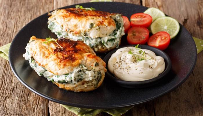 Κοτόπουλο γεμιστό με τυρί και σπανάκι