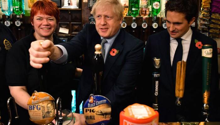 Τι τρόπο βρήκαν οι Άγγλοι πολιτικοί για να παραμένουν ανοιχτά τα μπαρ της Βουλής