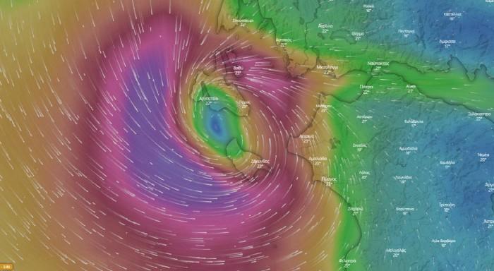 Κακοκαιρία «Ιανός»: Άνεμοι 10 μποφόρ, αλλάζει πορεία ο κυκλώνας - Δείτε live