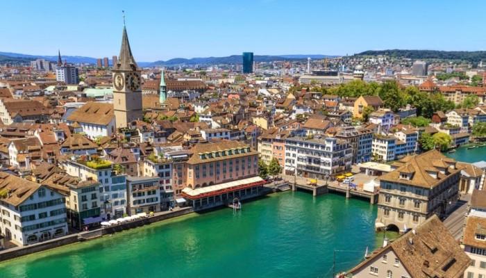 Οι Ελβετοί με δημοψήφισμα όρισαν κατώτατο μισθό τα 3.800 ευρώ αλλά δεν αρκεί