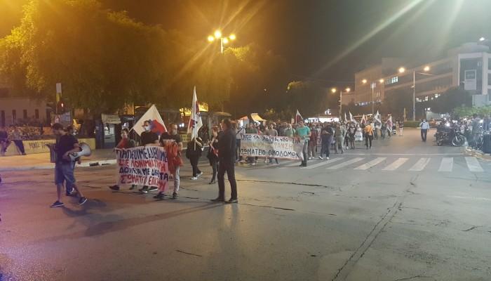 Συλλαλητήριο στα Χανιά για τις επιπτώσεις στην οικονομία από τα μέτρα (φωτο)