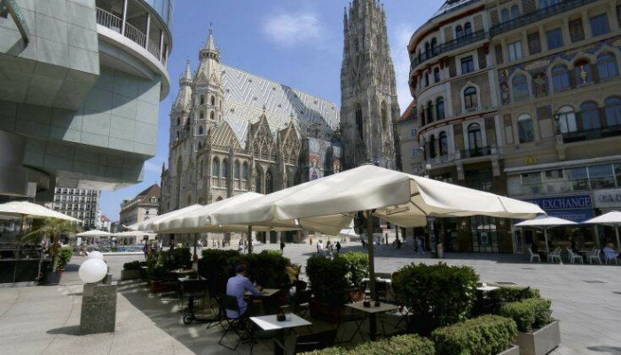 Σε περιοχή κινδύνου κορονοϊού κηρύσσουν σχεδόν όλη την Αυστρία η Γερμανία και η Ολλανδία