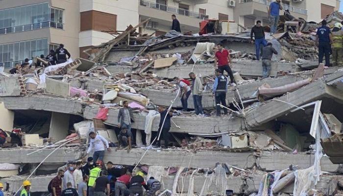 Φονικός σεισμός στη Σμύρνη: Τουλάχιστον 24 νεκροί και πάνω από 800 τραυματίες
