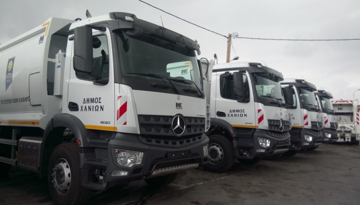 Οκτώ νέα σύγχρονα απορριμματοφόρα και 2.000 νέοι πράσινοι κάδοι στον δήμο Χανίων