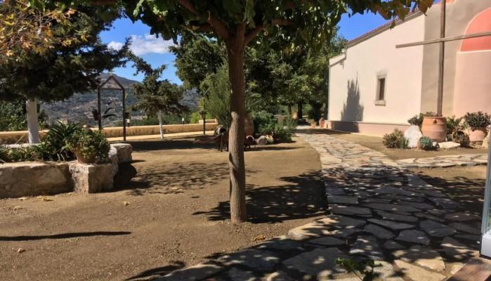 Ρέθυμνο: Ανάπλαση στον περίβολο της Μονής Κισσού