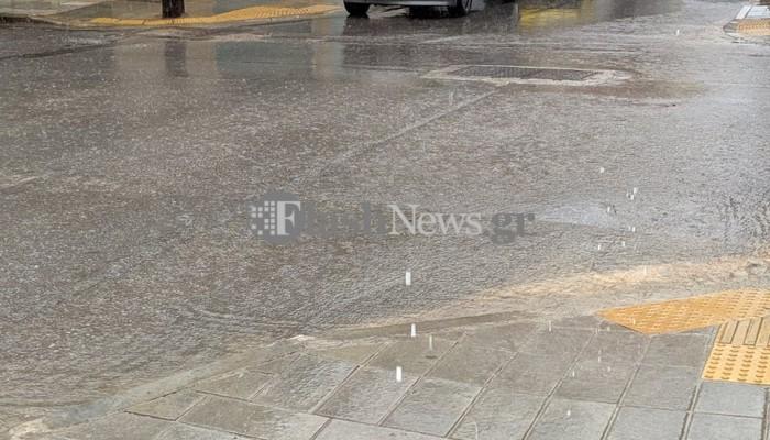 Πλημμύρισαν κεντρικοί δρόμοι στα Χανιά - Ανέβηκε η στάθμη του νερού (φωτο)