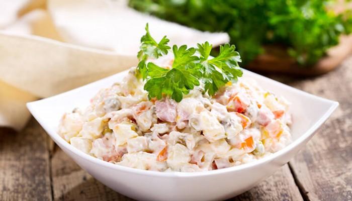 Πώς να φτιάξετε σπιτική ρώσικη σαλάτα