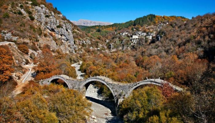 Το γεφύρι στο Ζαγόρι που δίνει την αίσθηση ανάλαφρης κίνησης