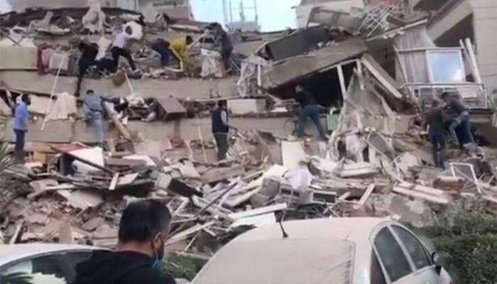 Βίντεο: Η στιγμή που καταρρέει κτίριο στη Σμύρνη - Τεράστιες ζημιές από τον σεισμό
