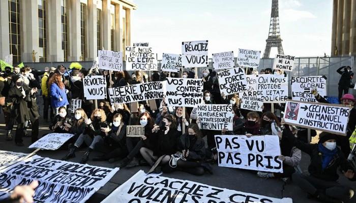 Γαλλία: Χιλιάδες κατά του νομοσχεδίου που περιορίζει τη μετάδοση εικόνων αστυνομικών