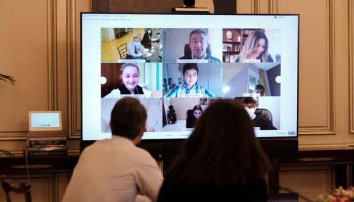 Το βίντεο από τη συνομιλία του πρωθυπουργού με τους μικρούς Χανιώτες μαθητές