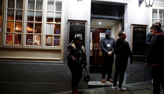Κορονοϊός: Χωρίς αλκοόλ οι παμπ στην Ουαλία – Κλειστές από τις 6 το απόγευμα