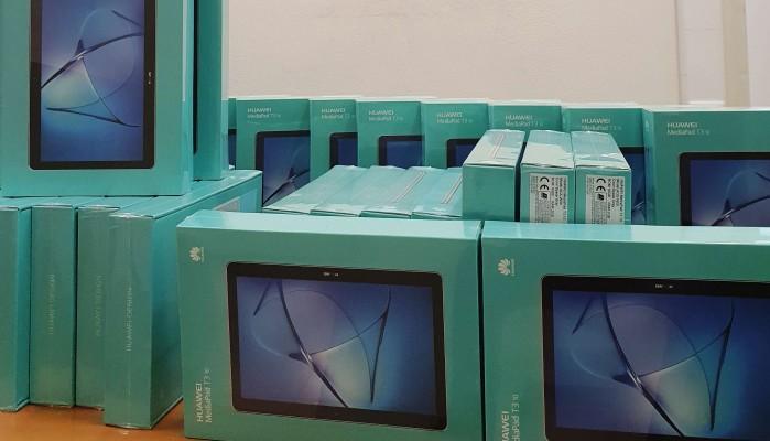 Ο Δήμος Σφακίων παρέδωσε 30 tablets για τους μαθητές