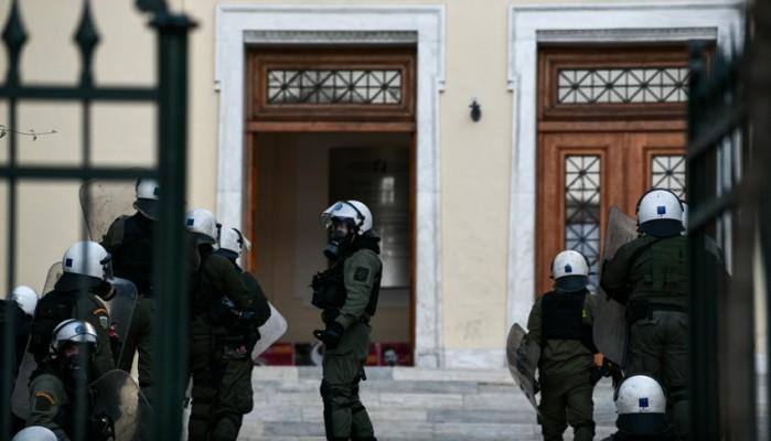 Χρυσοχοΐδης: Δικαίωμα συλλήψεων από τους φρουρούς στα ΑΕΙ