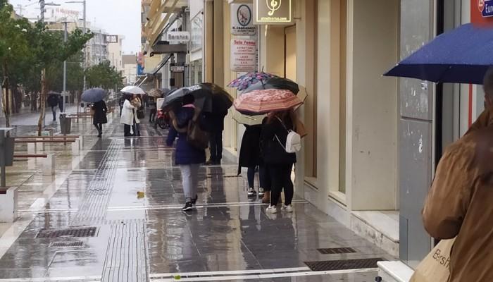 Κινητικότητα στην αγορά του Ηρακλείου παρά τον κακό καιρό
