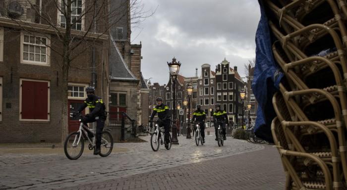 Ολλανδία: Εξετάζεται νυχτερινή απαγόρευση κυκλοφορίας για πρώτη φορά μετά τον Β' Π.Π.