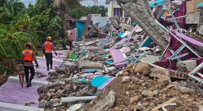 Ινδονησία: Στους 56 οι νεκροί από τον σεισμό των 6,2 Ρίχτερ