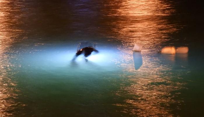 Ηράκλειο: Αυτοκίνητο έπεσε μέσα στη θάλασσα (φωτο)