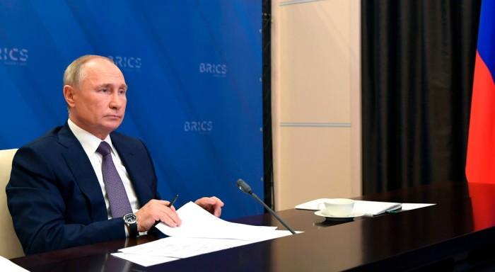 Πούτιν: Το ρωσικό εμβόλιο είναι το καλύτερο στον κόσμο - Έντολή για μαζικούς εμβολιασμούς