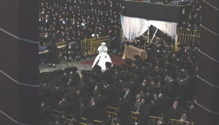 Χαμός σε γάμο χασιδιστή στο Μπρούκλιν: Ο ένας πάνω στον άλλο χωρίς μάσκες
