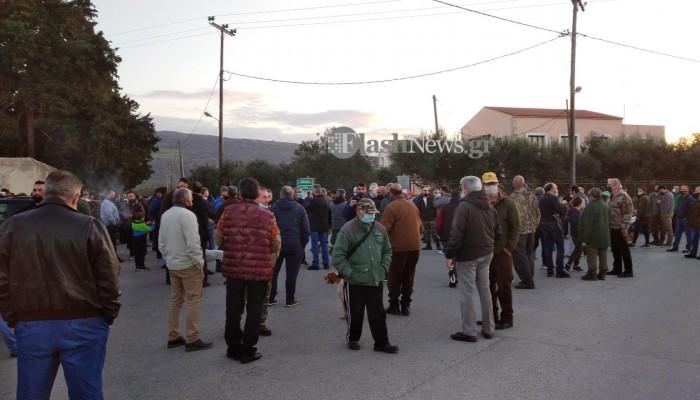 Συγκέντρωση διαμαρτυρίας των κυνηγών στα Χανιά (φωτο – βίντεο)