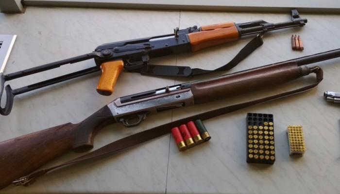 Έρευνες σε σπίτια στο Ηράκλειο αποκάλυψαν Καλάσνικοφ και σφαίρες