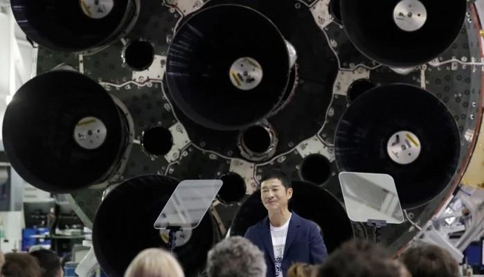 Δισεκατομμυριούχος ψάχνει οκτώ άτομα για να ταξιδέψουν μαζί του για έξι ημέρες στο φεγγάρι