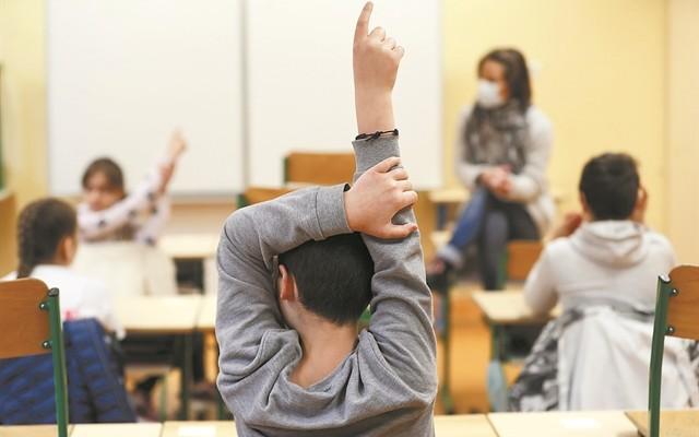 «Υποχρεωτικά και για τους μαθητές των δημοτικών και των γυμνασίων τα self tests»