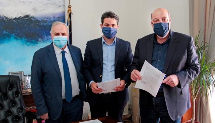 """Υπέγραψαν το συμφωνητικό Δήμος Χανίων-""""Κρητικά Ακίνητα ΑΕ"""" για το οικόπεδο της ΑΒΕΑ"""