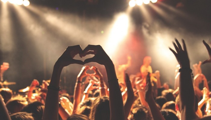 Το πείραμα του Λίβερπουλ: Συναυλία με τους Blossoms χωρίς μάσκες και αποστάσεις
