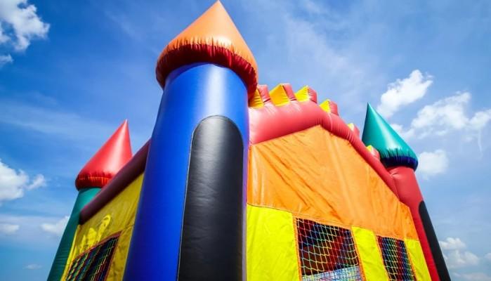 Σοκαριστική επίθεση σε παιδικό πάρτι – Μαχαίρωσαν 12χρονο μέσα σε φουσκωτό κάστρο