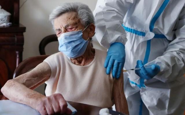 Ιταλία: Πιστοποιητικό για ελεύθερη κυκλοφορία των εμβολιασμένων ετοιμάζει ο Ντράγκι