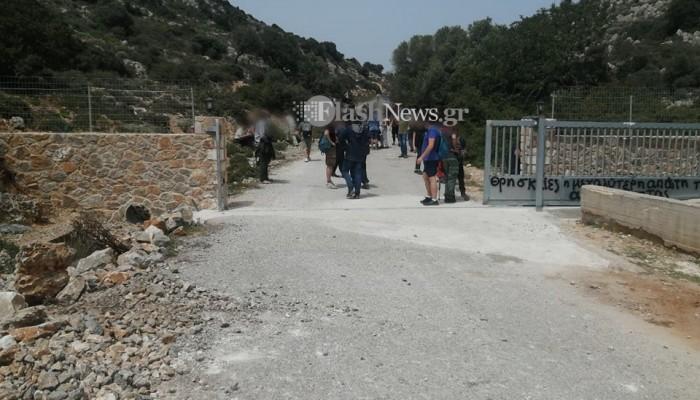 Χανιά - Μονή Γουβερνέτου : Άνοιξαν την καγκελόπορτα  στον δρόμο οι διαμαρτυρόμενοι (φωτο)