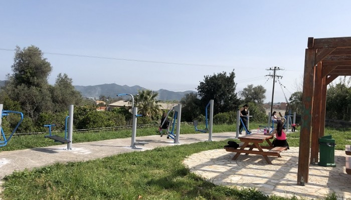 Υπαίθριο γυμναστήριο στο πάρκο Μουζουράκη στον Αλικιανό