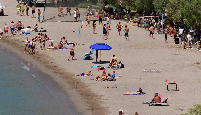 Κοσμοπλημμύρα σε παραλία του Ναυπλίου – Εικόνες που θυμίζουν καλοκαίρι