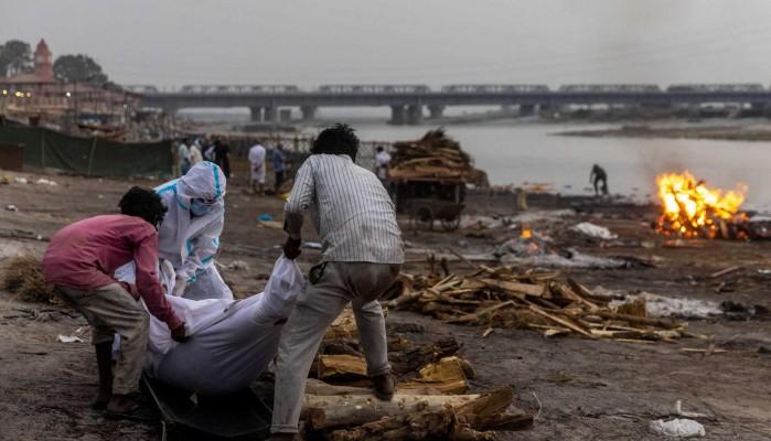 Ο κορωνοϊός συνεχίζει να ισοπεδώνει την Ινδία: Νέα ρεκόρ κρουσμάτων σε ένα 24ωρο