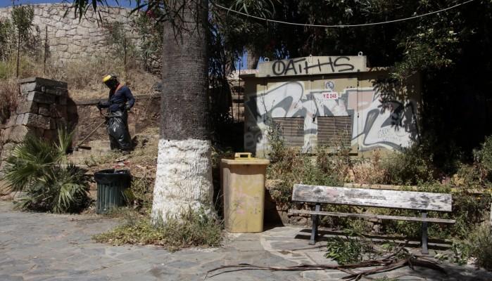 Σε εξέλιξη εργασίες καθαρισμού-αποψίλωσης και καλλωπισμού από τον δήμο Χανίων