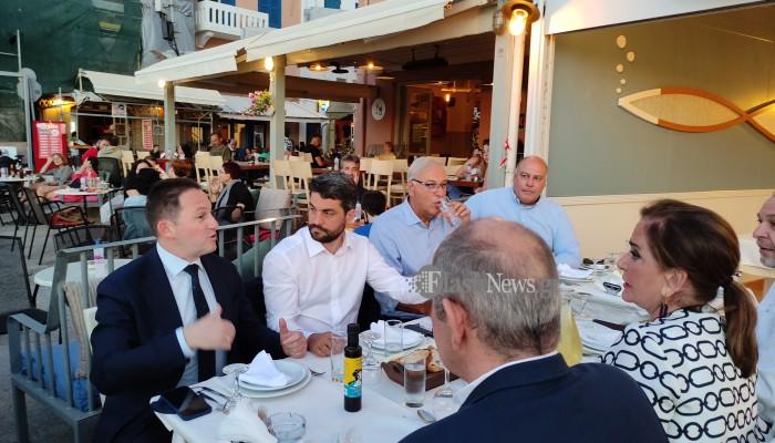 Σε γνωστή ταβέρνα των Χανίων δείπνησε ο Στέλιος Πέτσας (φωτο)