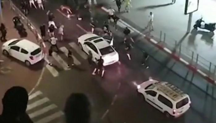 Συγκλονιστικό βίντεο με πλήθος που λιντσάρει οδηγό