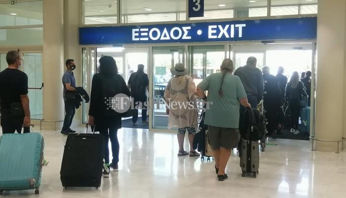 Έφτασαν οι πρώτοι τουρίστες στα Χανιά (φωτο)